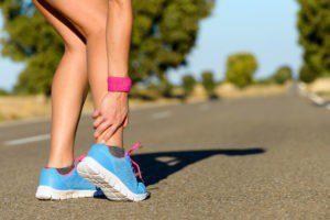 Někdo rád běhá bos, ale většina žen ocení krásné boty.